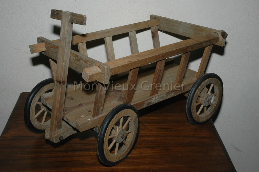 chariot bois jouet. Black Bedroom Furniture Sets. Home Design Ideas