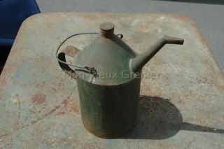 vieil arrosoir en fer
