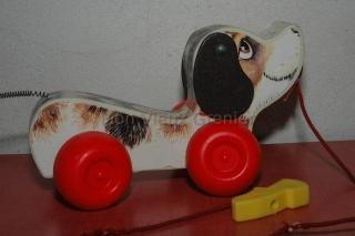 petit chien Fisher Price sur roulettes à tirer