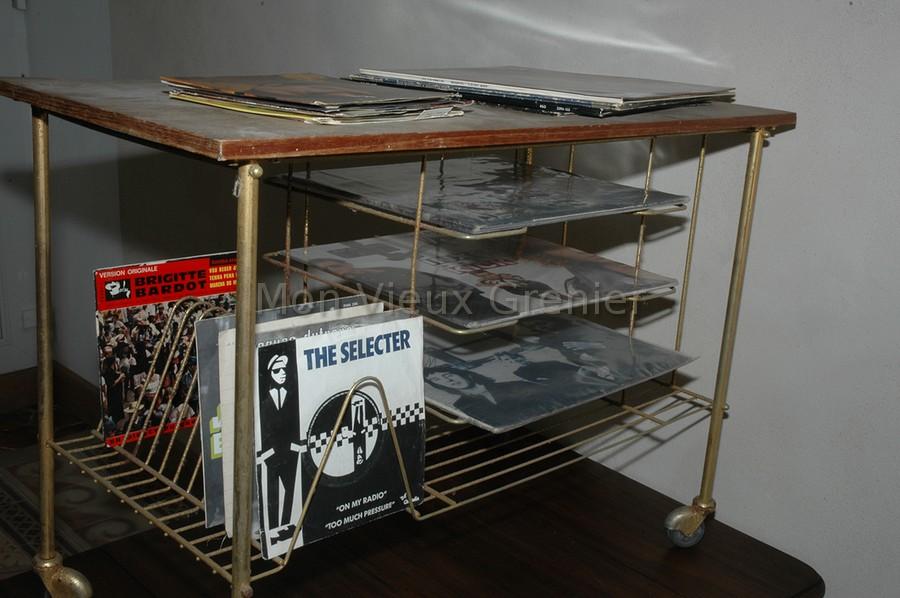 Ancien Range Vinyles A Roulettes