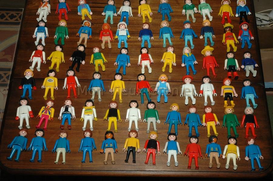 130 anciennes figurines playmobil 1974. Black Bedroom Furniture Sets. Home Design Ideas