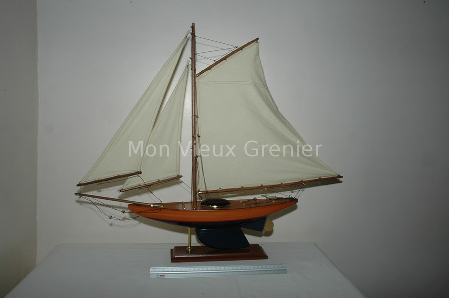 maquette reproduction bateau voilier yacht bois vernis accastillage laiton. Black Bedroom Furniture Sets. Home Design Ideas