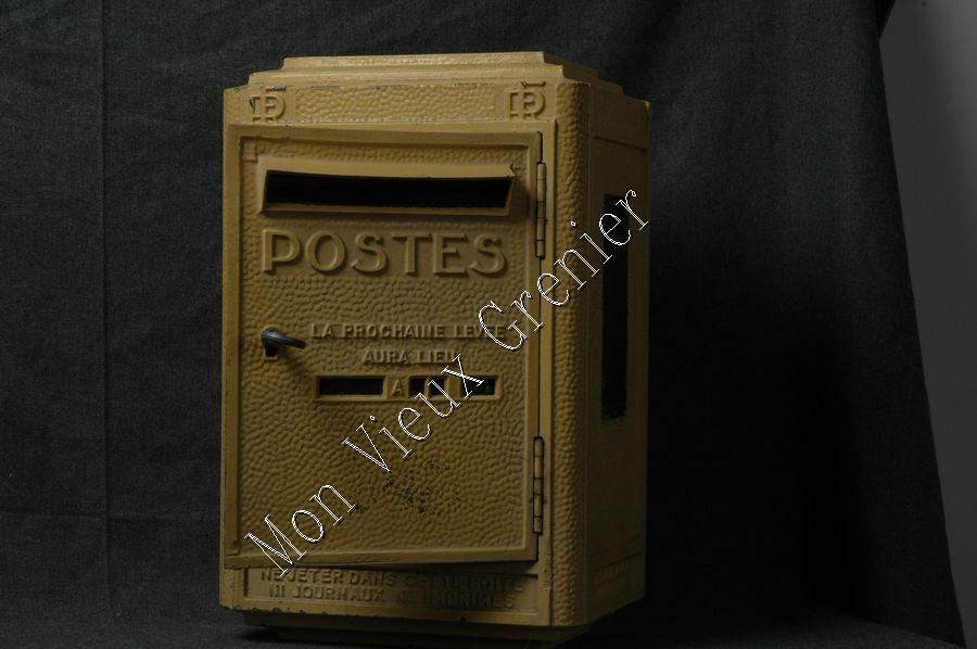 ancienne boite aux lettres de la poste a vendre taille. Black Bedroom Furniture Sets. Home Design Ideas